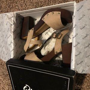 Brand new Qupid clog heels